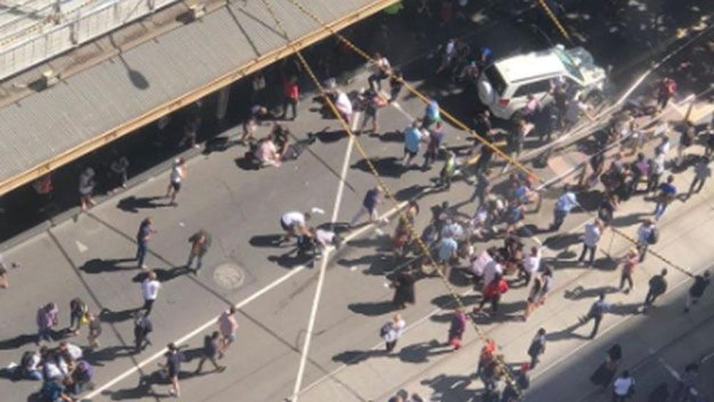 Auto contro i passanti a Melbourne: 14 feriti. Arrestate due persone - Geopolitica.info
