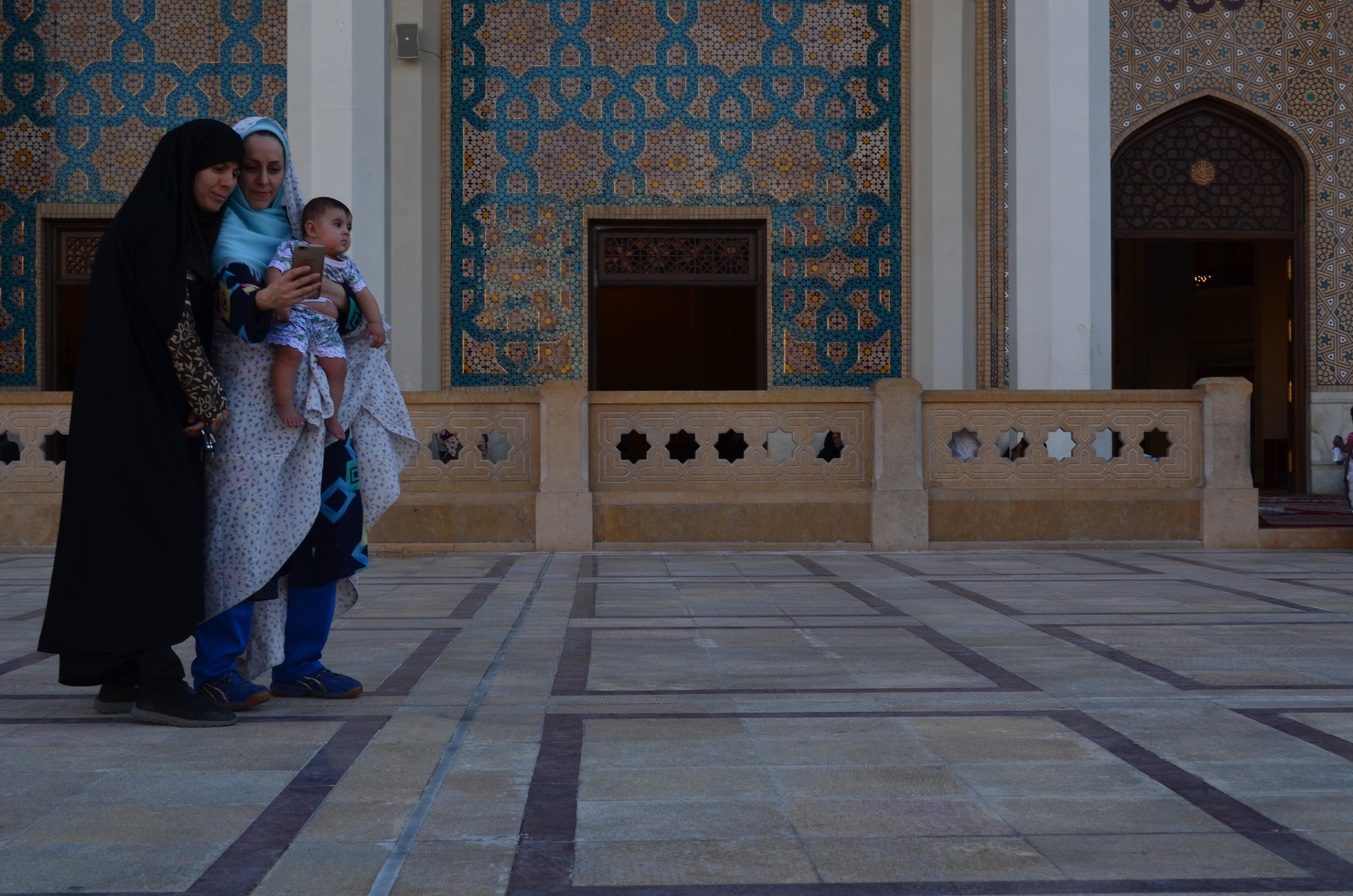 """""""Ti racconto l'Iran"""", di Tiziana Ciavardini: viaggio tra donne e giovani in terra di Persia - GEOPOLITICA.info"""